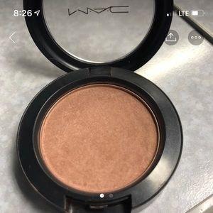Mac blush in Equilibrium